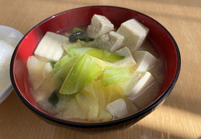【今日も料理】キャベツとアスパラと豆腐の味噌汁